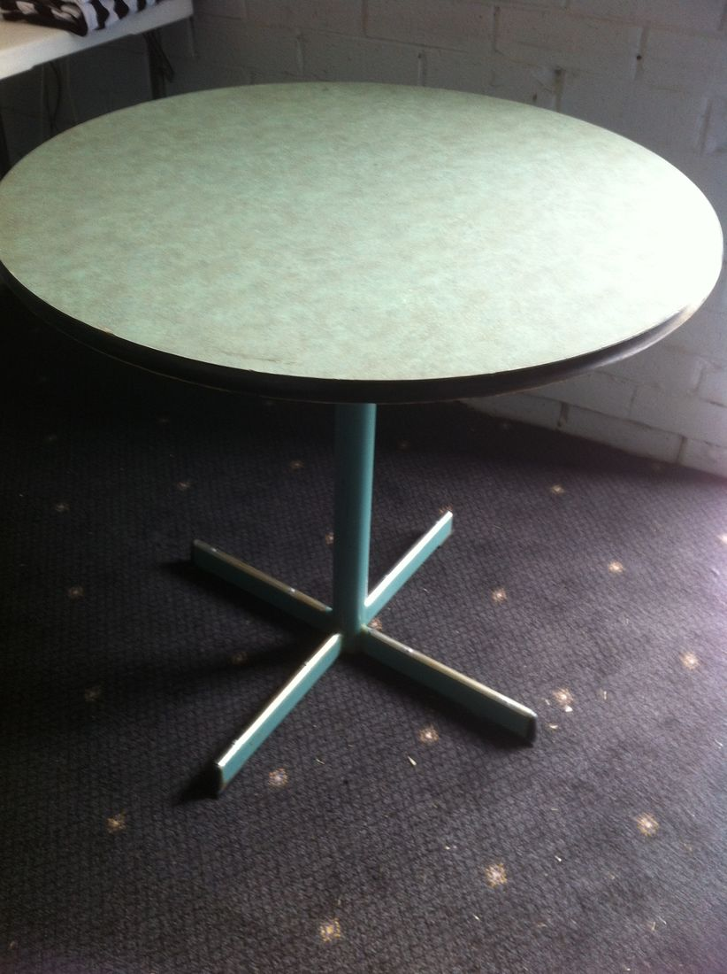 Round cake cafe table